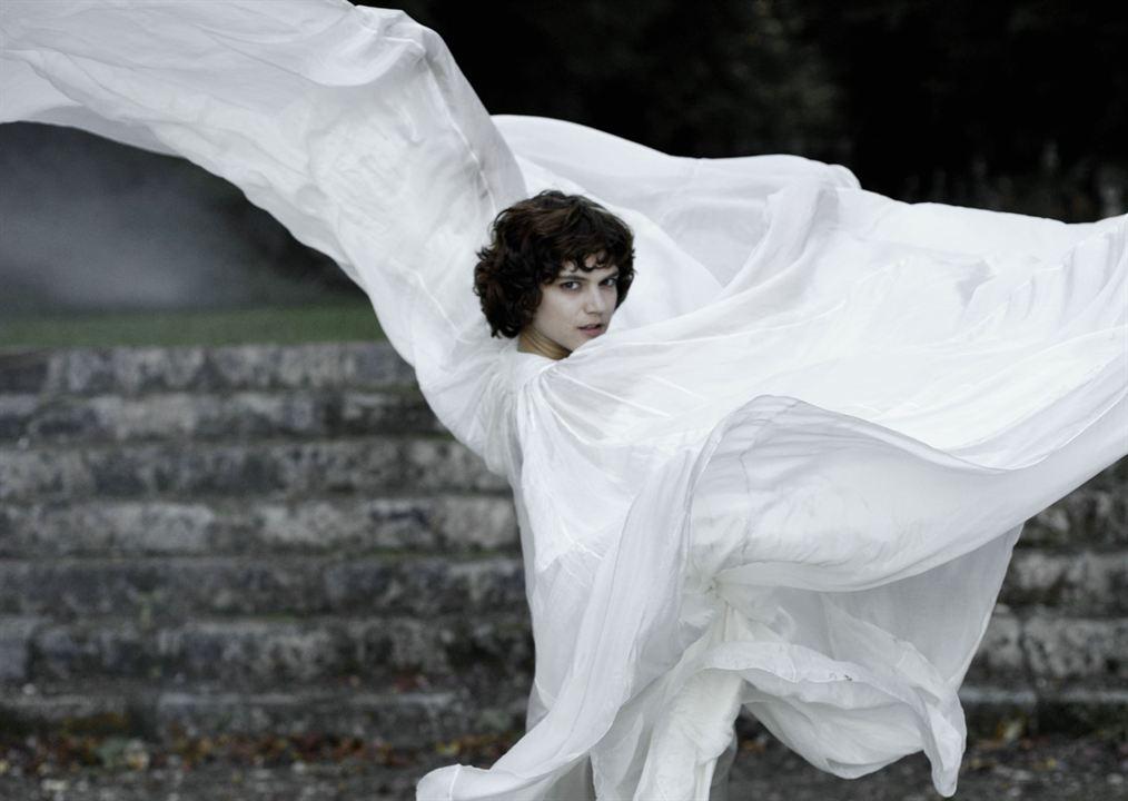 Image de la danseuse jouée par la comédienne Soko