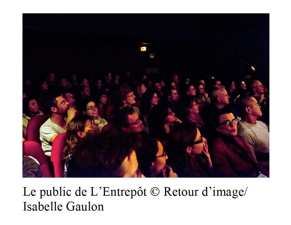Photo du public attentif dans la salle comble du Cinéma l'Entrepôt le 15 novembre 2012