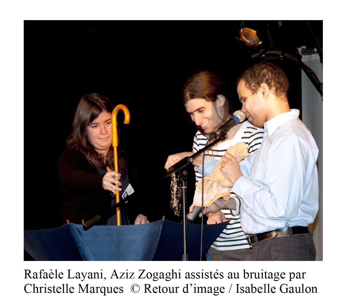 Photo avec Rafaèle Layani, Aziz Zogaghi et Christelle Marquès de Retour d'image lors de la réalisation de bruitages sonores au Grand Parquet