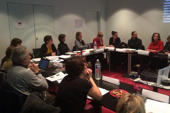 photo : les membres du Germoir lors d'une réunion de travail