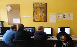 Les participants à l'atelier devant leurs écrans de travail
