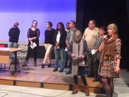 Les participants sur scène pour présenter leur travail